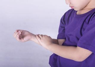 Fisioterapia é essencial no tratamento da Artrite Idiopática Juvenil