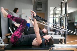 Estudo revela benefícios do Pilates em pessoas dores crônicas