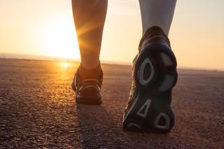 Pisada errada pode afetar joelhos, quadris e coluna