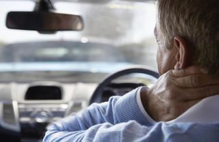 Dirigir aumenta risco de problemas na coluna