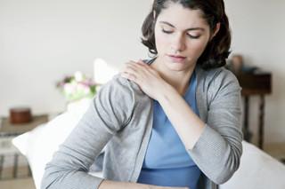 Dor no ombro atinge 20% da população e pode ser incapacitante