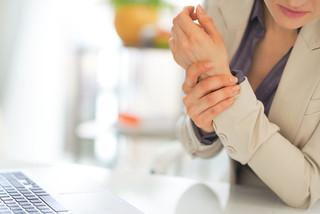 Formigamento nas mãos pode ser sintoma da Síndrome do Túnel do Carpo