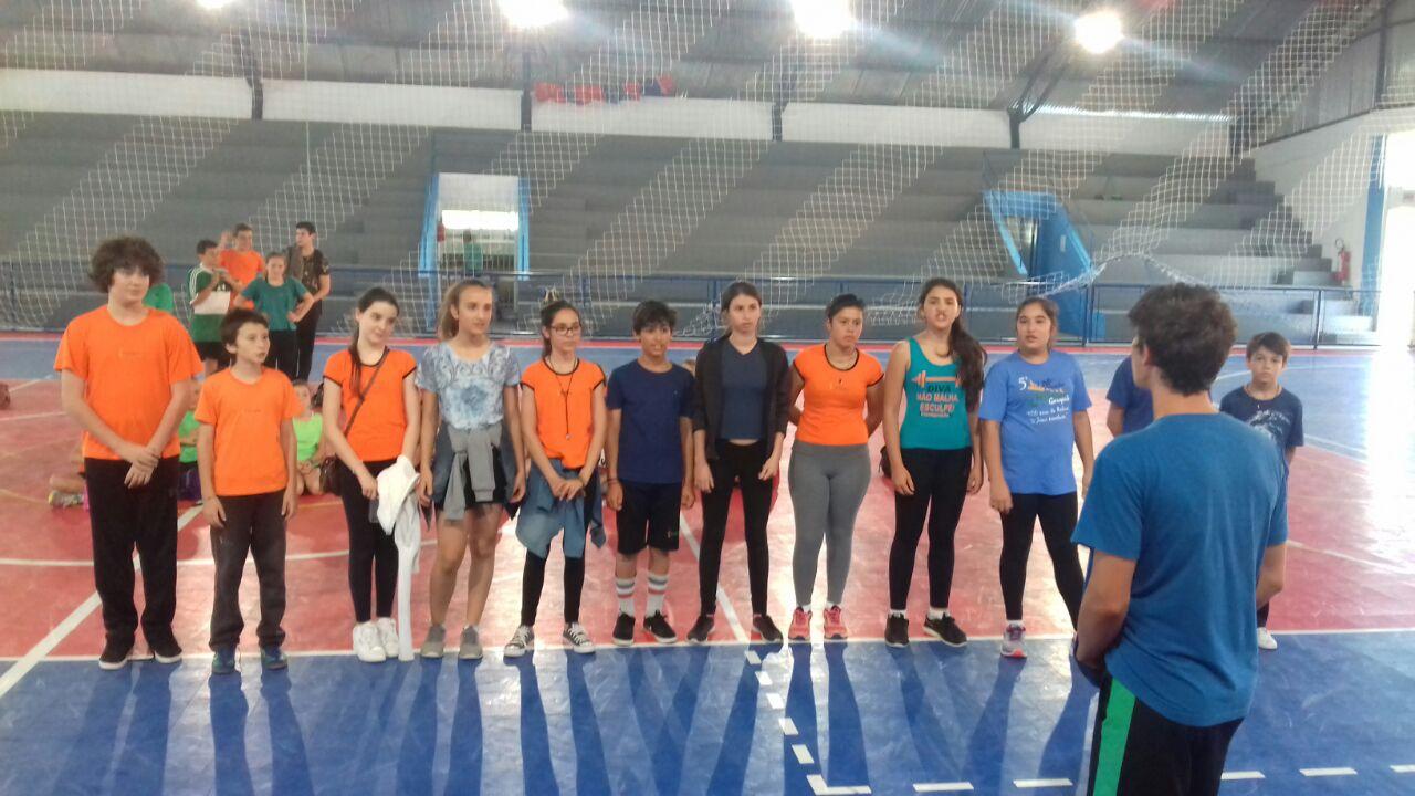 A Gincana dos campeões aconteceu no ginásio de esportes nos dias 31/10 e 1º/11 entre os alunos de 5º a 8º ano do Colégio Curupira.