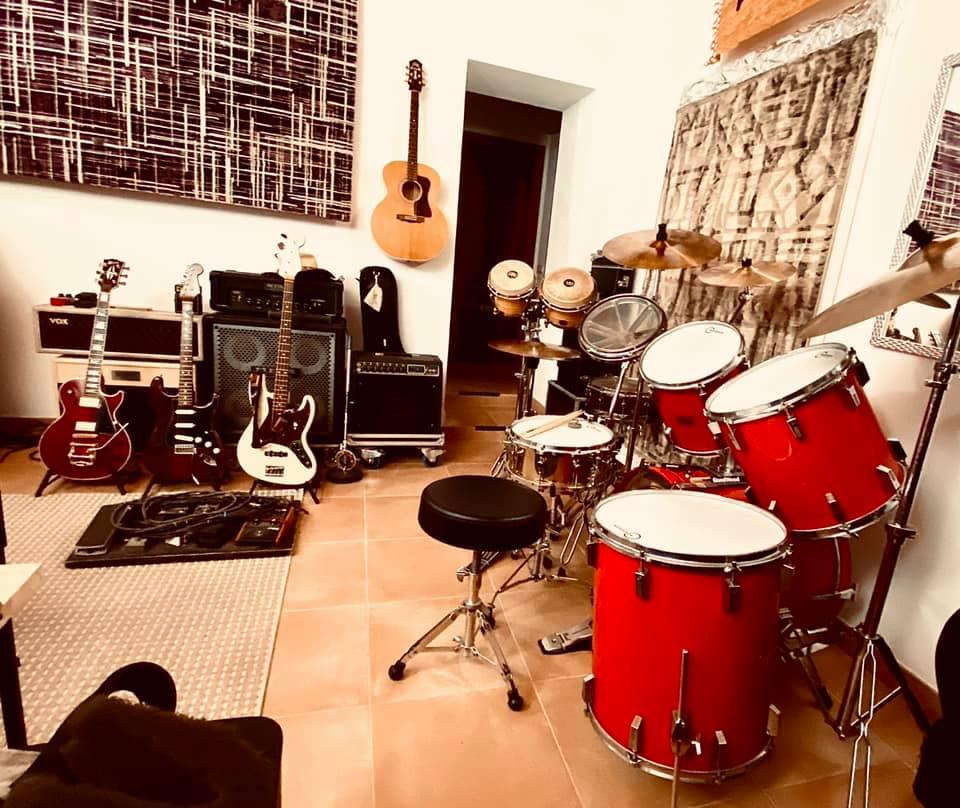Superjam Exile Studio, Santo Estevao