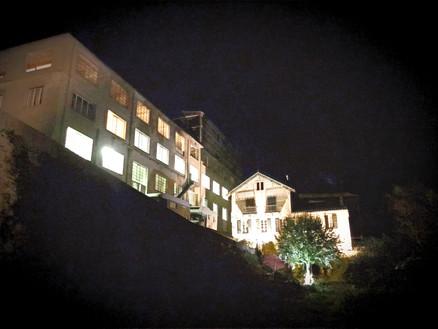 Peace Factory dans la nuit