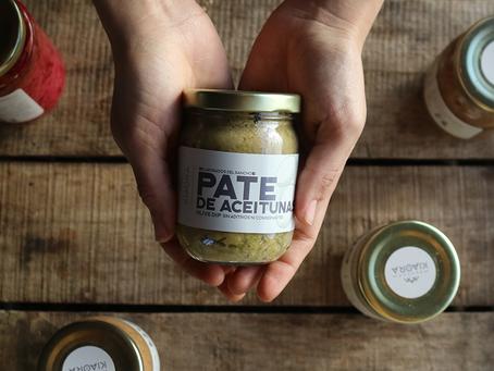 Pate de aceitunas verdes; qué es, quiénes lo hacemos y cómo podes comerlo.
