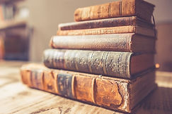 Books_chris-lawton-236416-unsplash_edite
