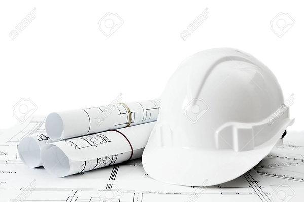 38032993-建設の家。補修工事。建物と背景白のヘルメットのための図面。.j