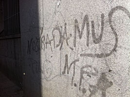mala limpieza de grafitis