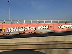 graffitis en carretera