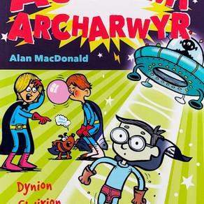 Cyfres Academi Archarwyr: 2 Dynion Gwirion o'r Gofod - Alan MacDonald