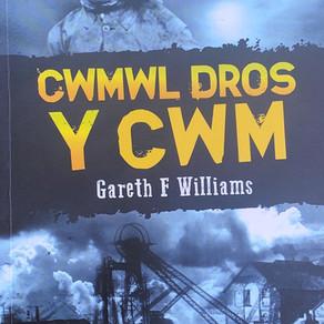 Cwmwl Dros y Cwm - Gareth F. Williams