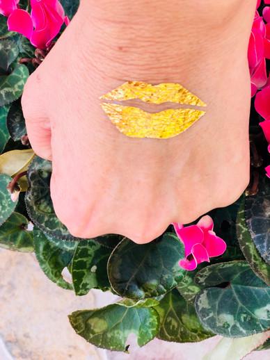 Tatuajes dorados personalizados