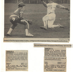 Newspaper clipping from games 3 and 4 of the 1989 season