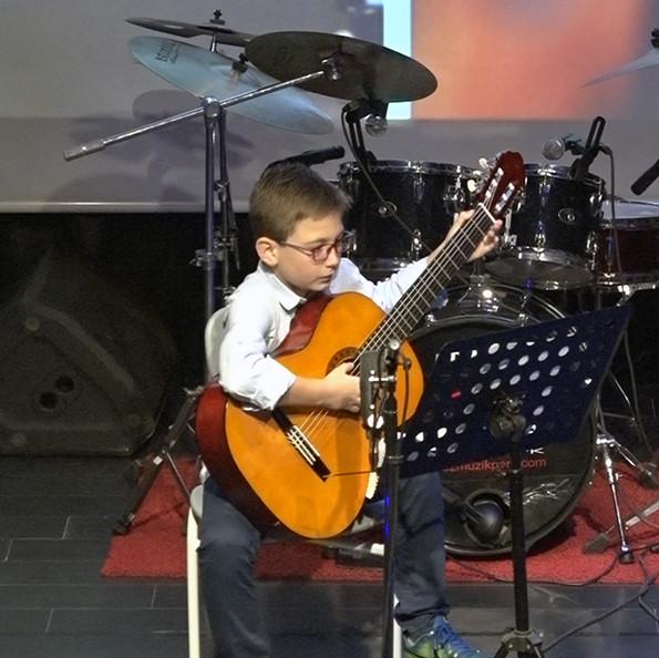 Gitar Eğitim Diyez Müzik