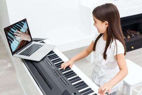 online-piano-lesson-2-768x512.jpg