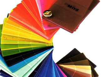 What is the color change mechanism of plastic colored products?