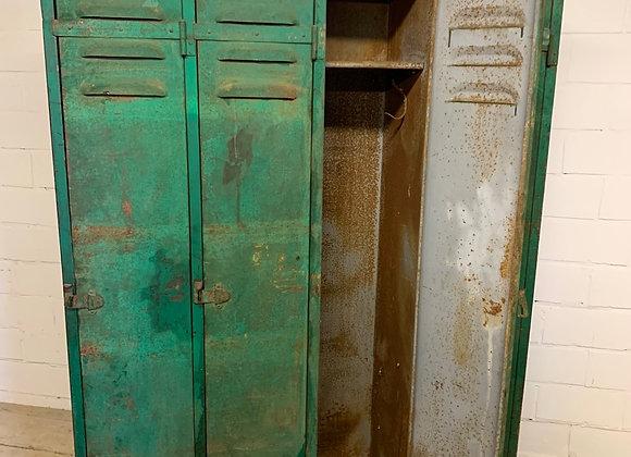 Oude industriële locker met prachtige patina