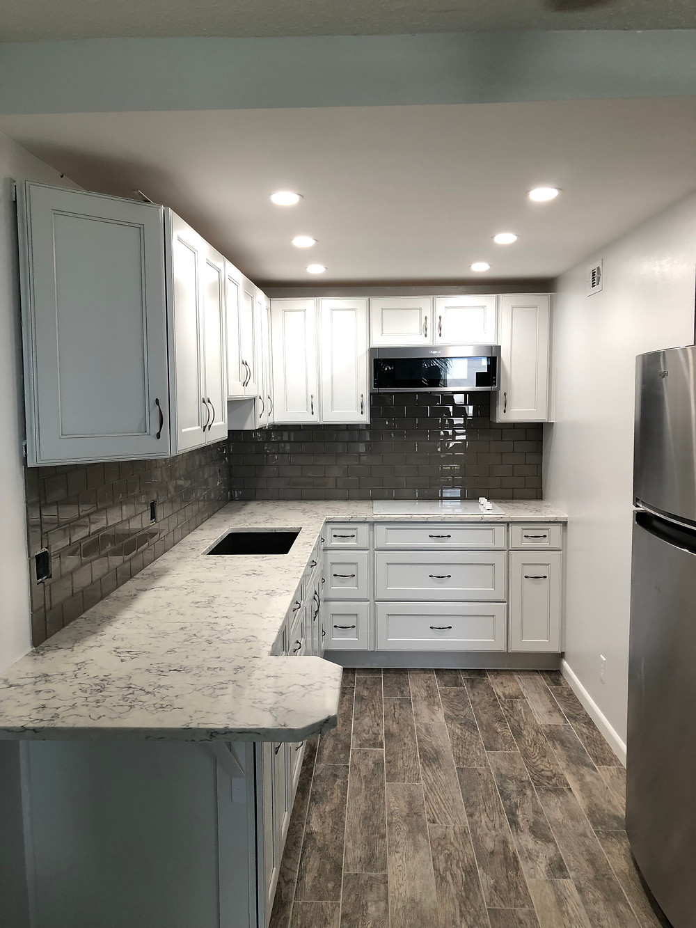 Quartz countertops installation and Backsplash installation in Boca Raton FL by Stone and Quartz LLC