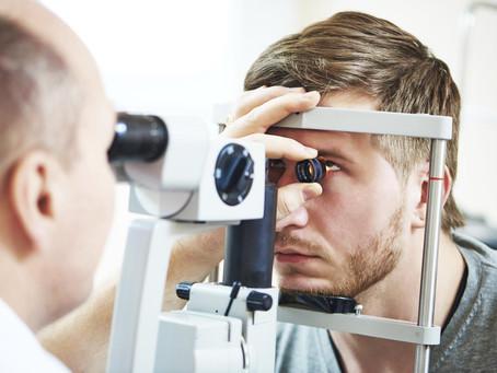 Conoce los precios y lugares donde puedes estudiar una especialidad médica en Oftalmología