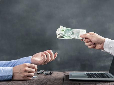 ¿Cómo se puede enviar dinero a estudiantes extranjeros en Rusia?