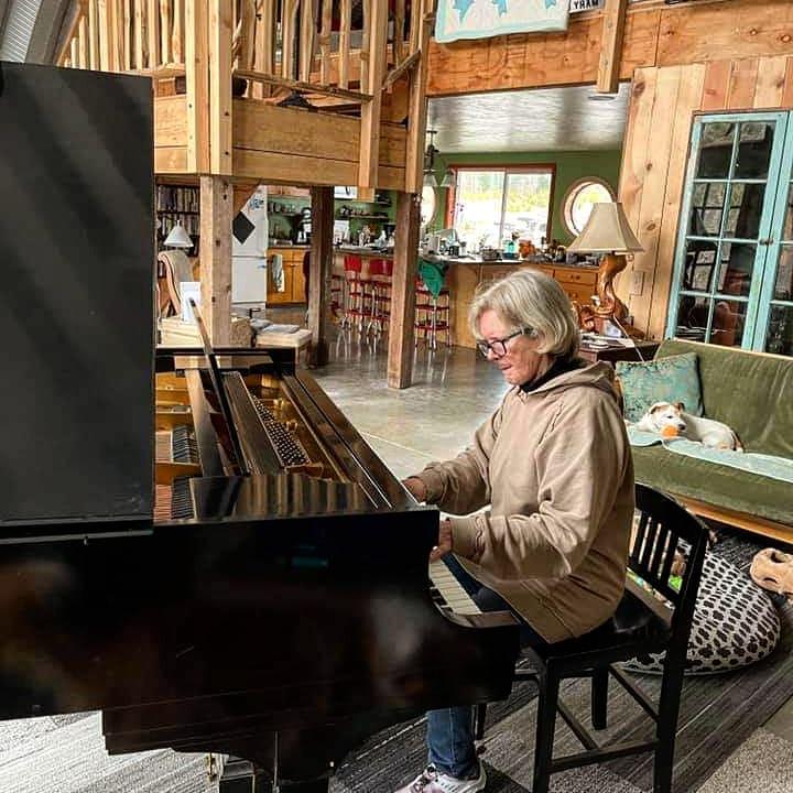 cyndi on piano.jpg