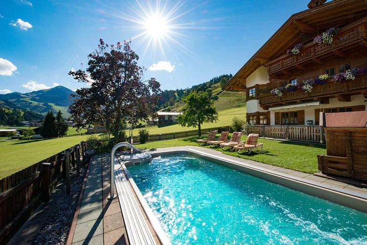 Pool_Barbarahof.jpg