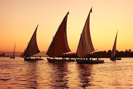 Feluccas-at-sunset-Nile-River-Egypt-2.jp