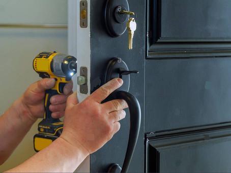 Comment ouvrir une porte bloquée à domicile ?
