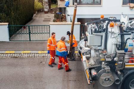débouchage de canalisation en cours à Nîmes