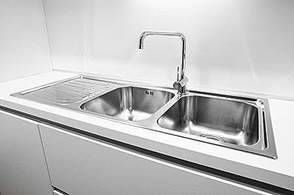 Installation of a double sink in a kitchen