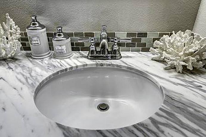Pose de lavabo moderne et chic