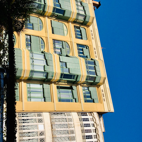 "[DE] Eine ""Gaudi"" in Barcelona, Spanien."