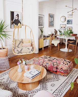 Boho-swingasan-in-Bohemian-living-room-w