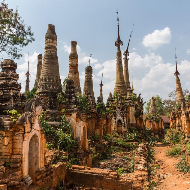 Shwe Inn Dein pagodas