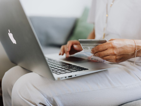 How to Avoid Social Media Shopping Scams During The Holiday Season