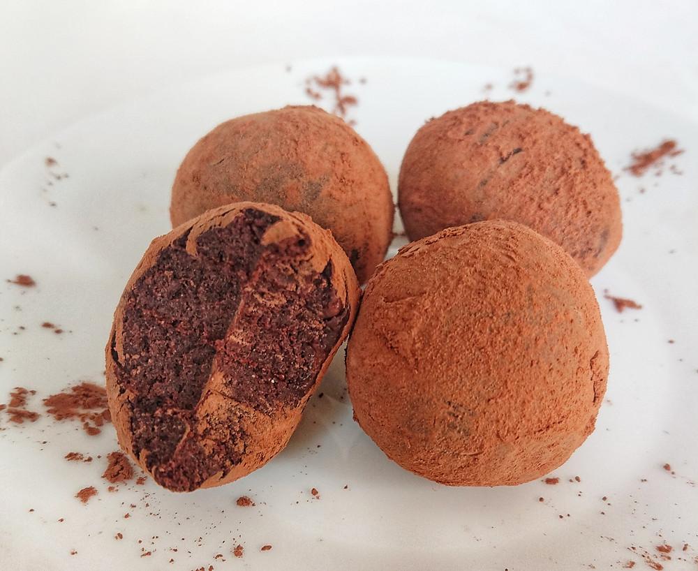brigadeiros saudáveis de chocolate