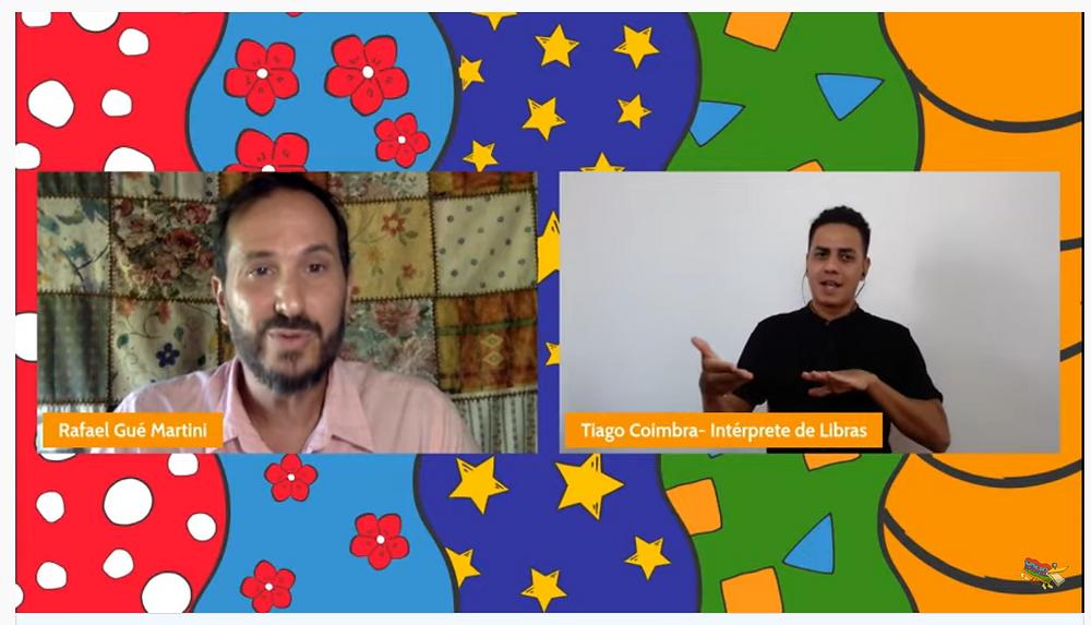 Prof. Dr. Rafael Gué Martini e Tiago Coimbra, intérprete de Libras, dão as boas-vindas aos Colóquios de Educomunicação