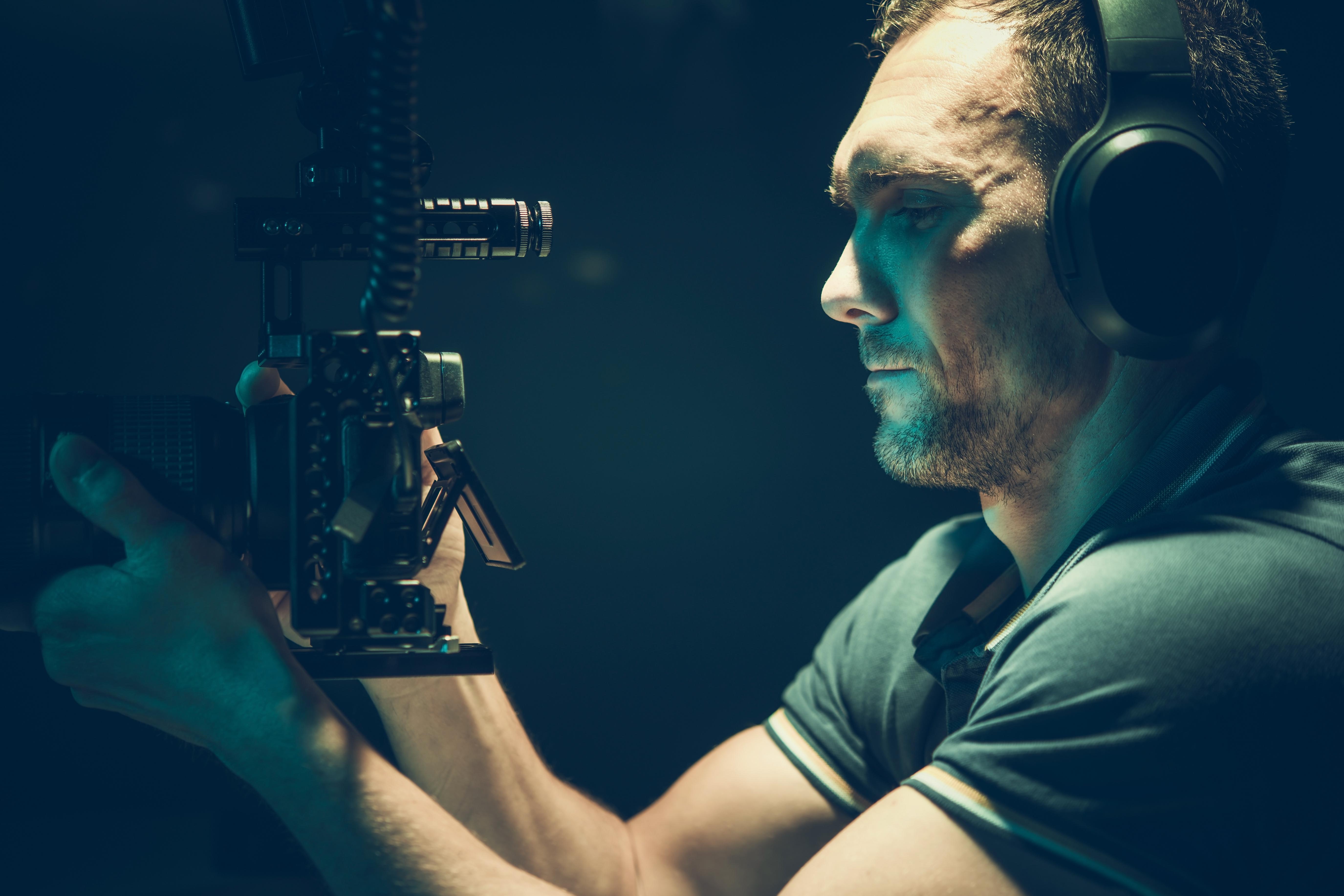digital-cinema-cameraman-EK26XQQ.jpg