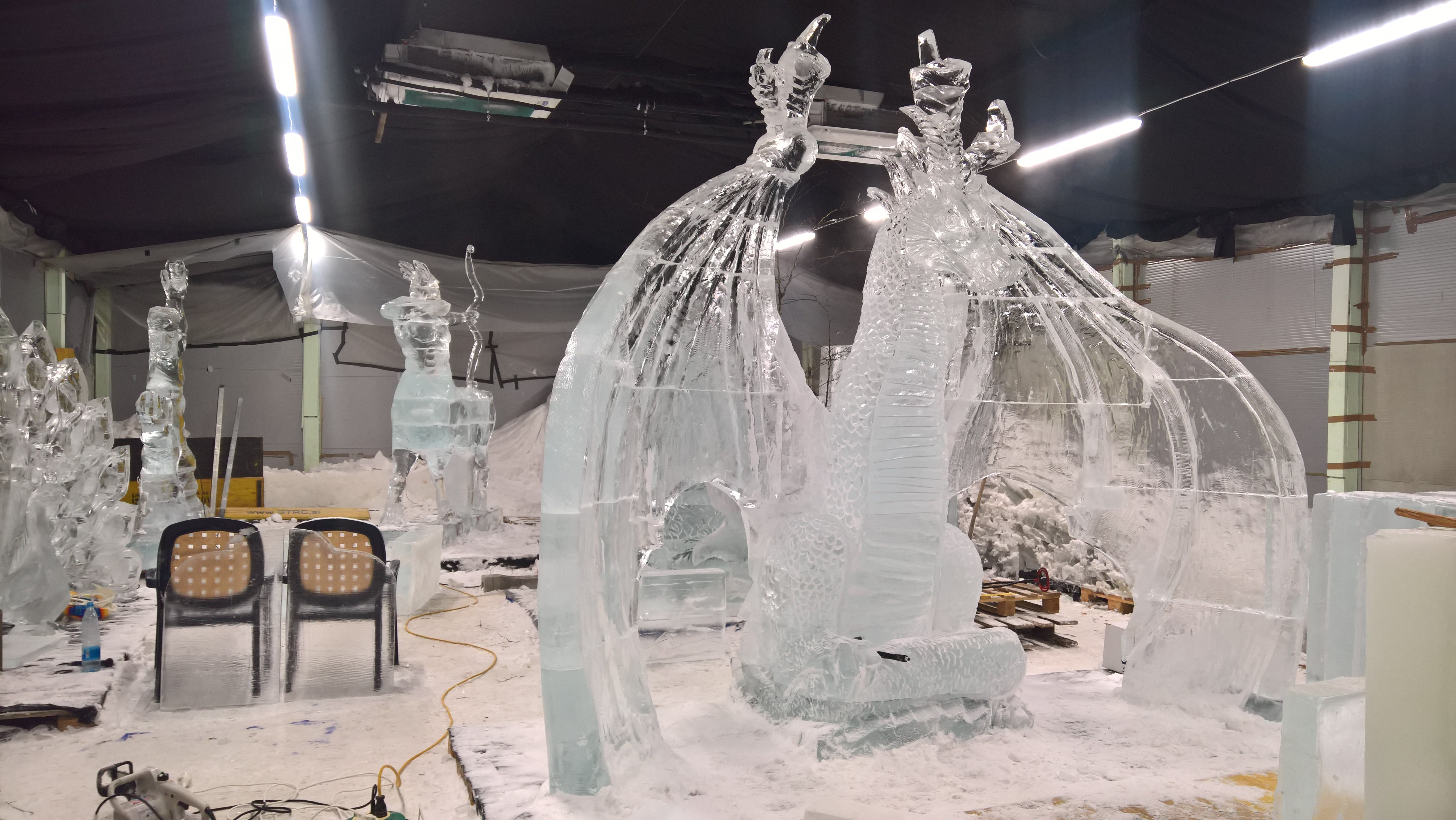 Ledena dežela med delom