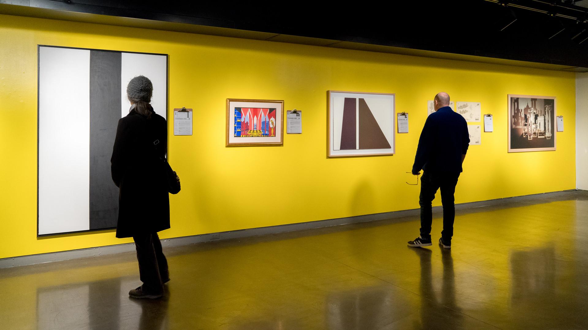 Vue d'exposition, oeuvres de la collection d'oeuvres d'art de l'UdeM
