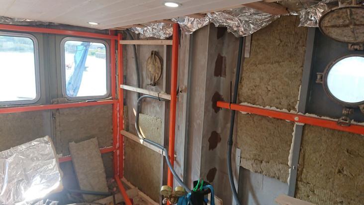 bij slecht weer kunnen we binnen ook lekker verder aan het interieur in de opbouw