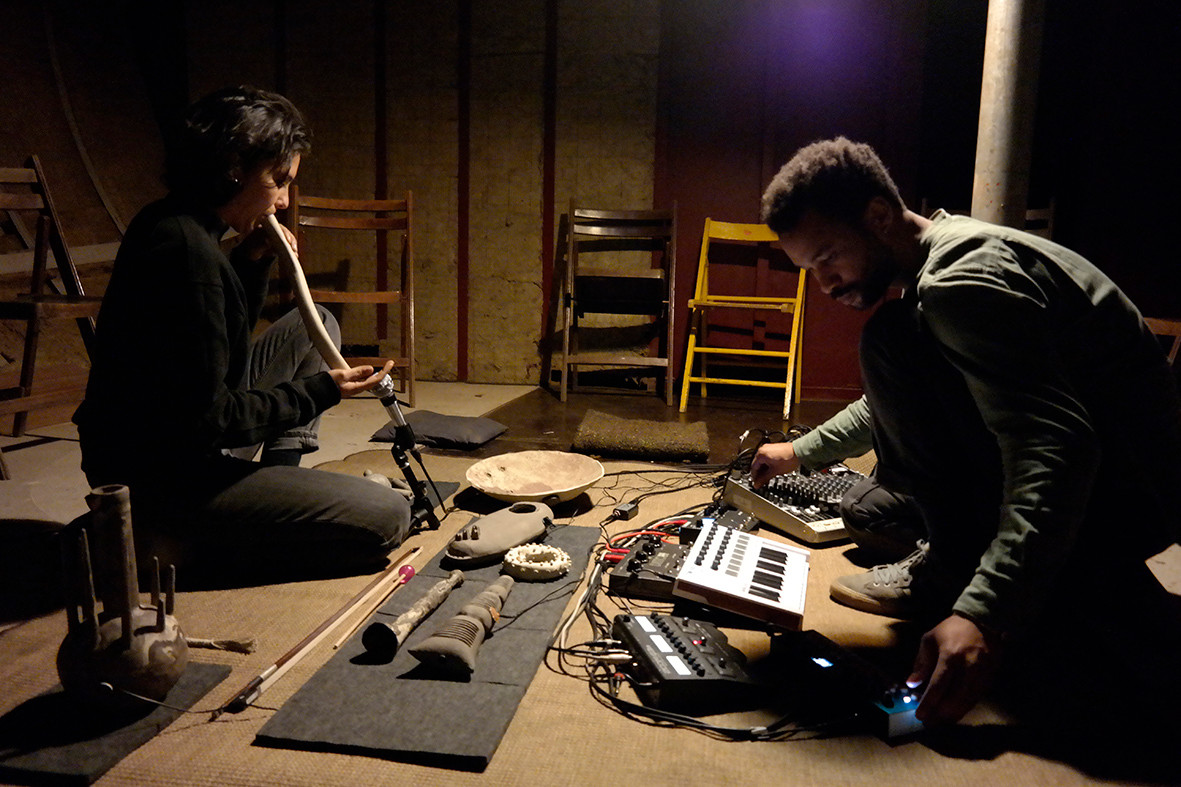 muziek performance door Maika Garnica en Aiko Devriendt