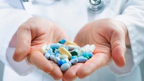 A prática de cortar medicamentos é correta?