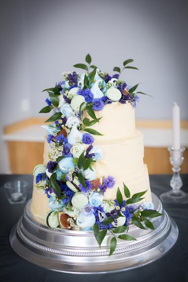 Exeter Castle wedding cake