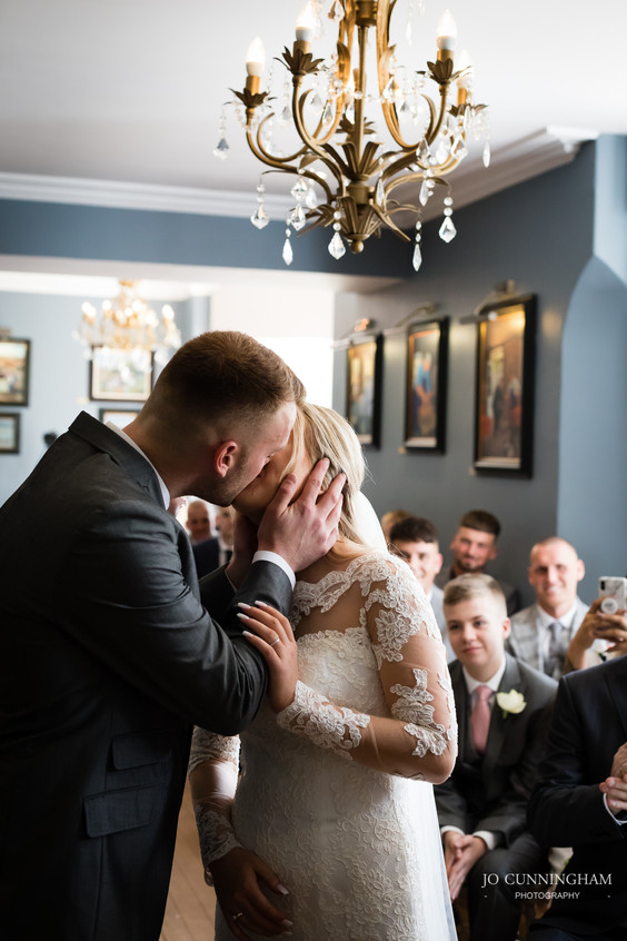 Wedding kiss at Deer Park