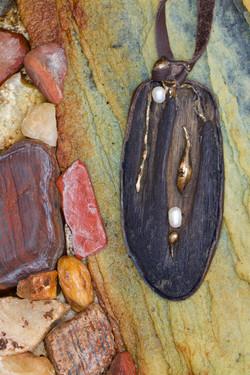 Driftwood Pendant (rocks) (9)
