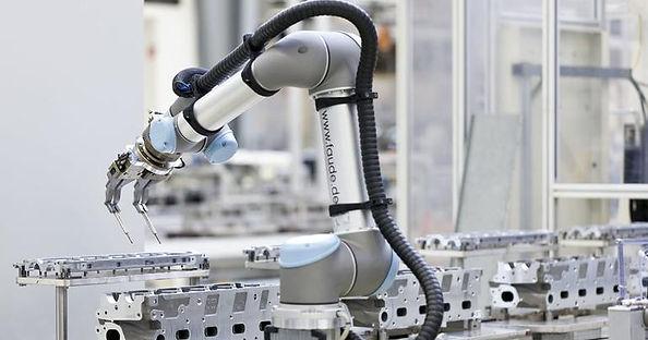 universalrobot.jpg