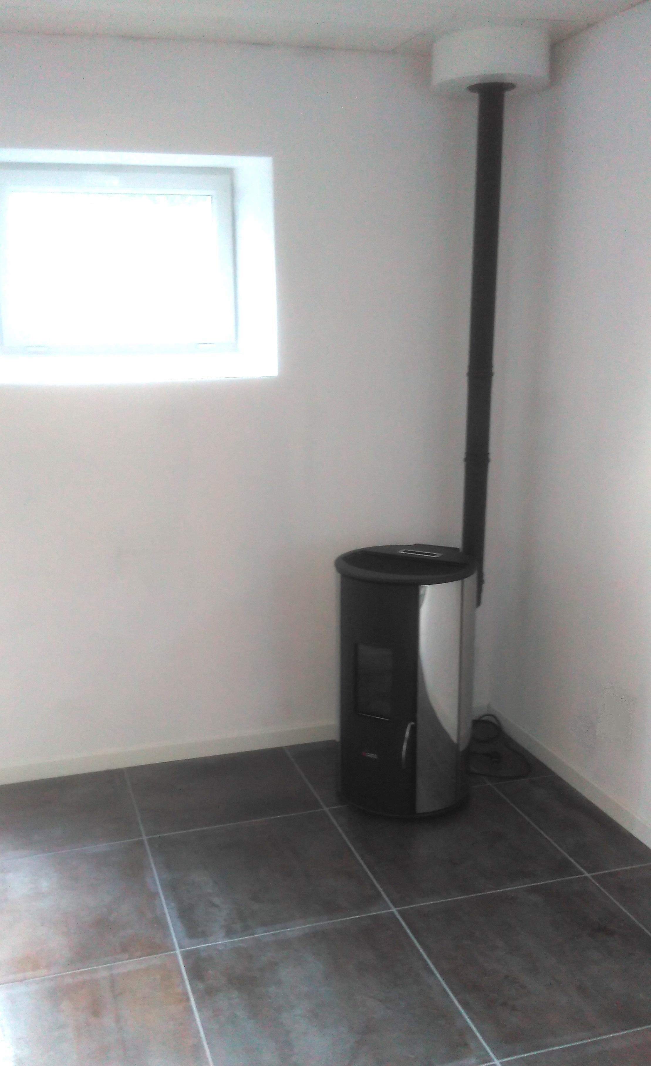 Poêle-à-granulés-Rondo-Acier-Chromé-5.5-kW-CADEL