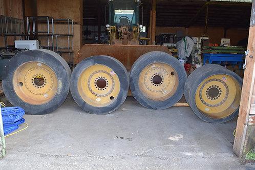 4 used Setco solid tire wheels R74754, Setco wheels
